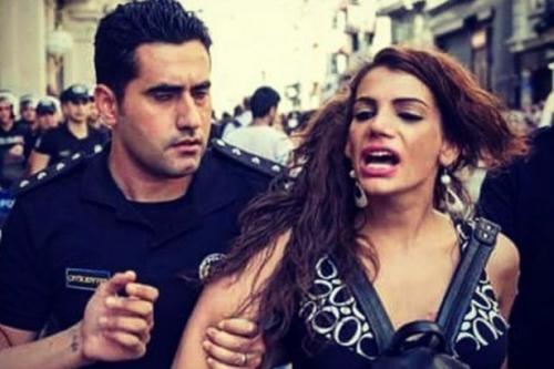 Istanbul:icona Lgbt bruciata e mutilata