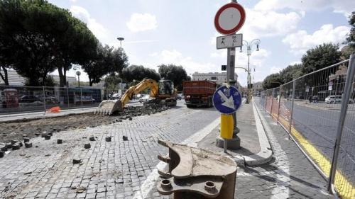 Corruzione, appalti scuole: arrestati funzionari di Roma Capitale