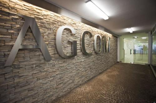 Agcom striglia le compagnie telefoniche: