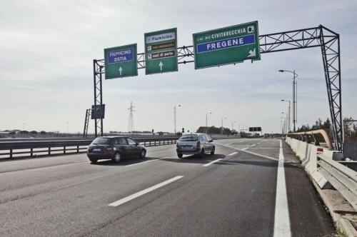 Roma, cade intonaco dal ponte della Magliana: chiusa la Roma-Fiumicino