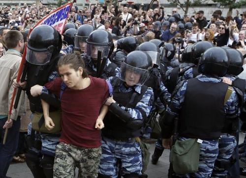 La polizia russa ha arrestato di nuovo l'oppositore di Putin, Navalny