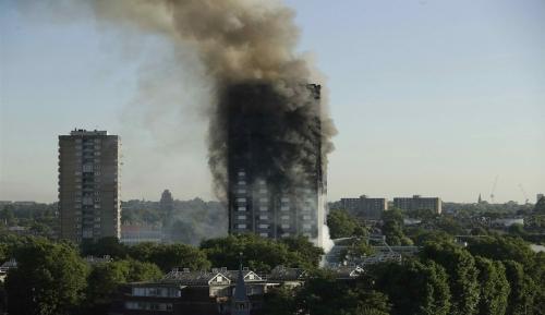 Dal mondo/Londra, incendio a Grenfell Tower: diversi feriti