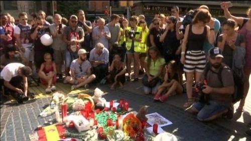 Attentato a Barcellona: 14 morti tra cui 2 italiani dimensione font +