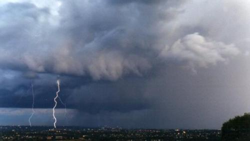 Meteo, da giovedì piogge, temporali e temperature giù di 9 gradi