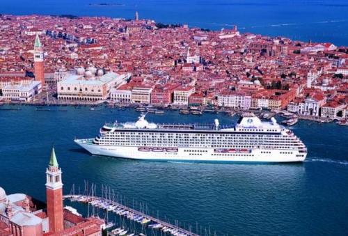 Pol - Venezia, grandi navi. Delrio: via dal bacino di san Marco