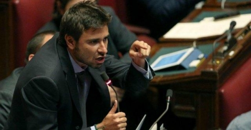 M5S, Di Battista e l'addio su Facebook: