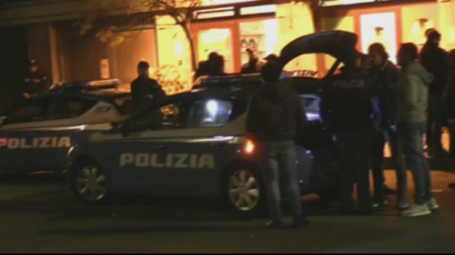 A Ostia si torna a sparare: agguato nella notte, due gambizzati
