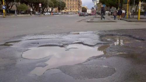 Roma, si apre voragine sulla Tangenziale: strada chiusa direzione Salaria