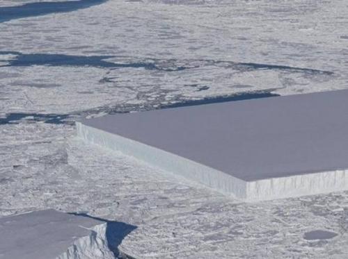 Ecco perché questo iceberg è rettangolare